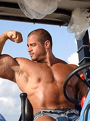 Huggest amateur bodybuilder Karim