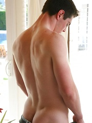 Sexy twink Quinn posing naked
