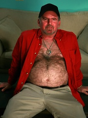Straight dad David Kavo has a furry body with a perfect round belly